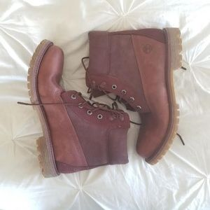 NWOT Timberlands in Red